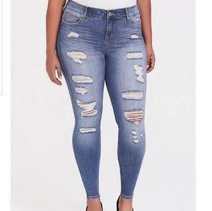 TORRID Bombshell Skinny Destroyed Jeans EUC!